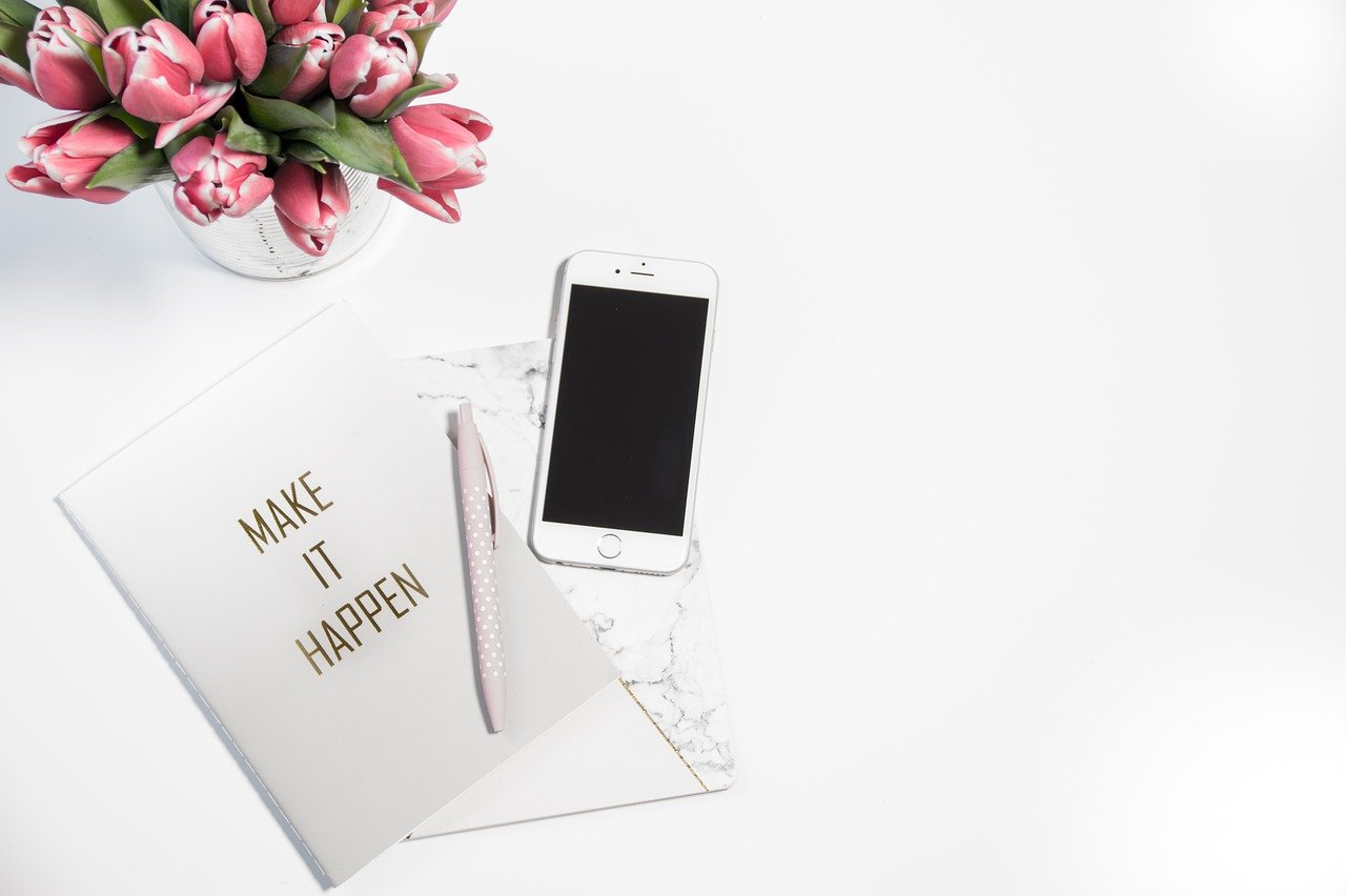 Amazing tools you need to take your blog from blah to Ahhh! How to make your blog look fabulous, promote easier/faster, engage with your readers and drive more traffic like a professional blogger