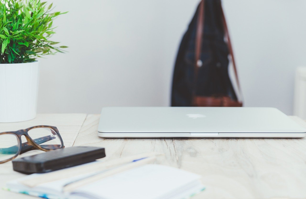 Are you stressing about how the holidays are affecting your blog? 7 Bloggers share tips how to keep your blog business moving forward, even during downtimes.