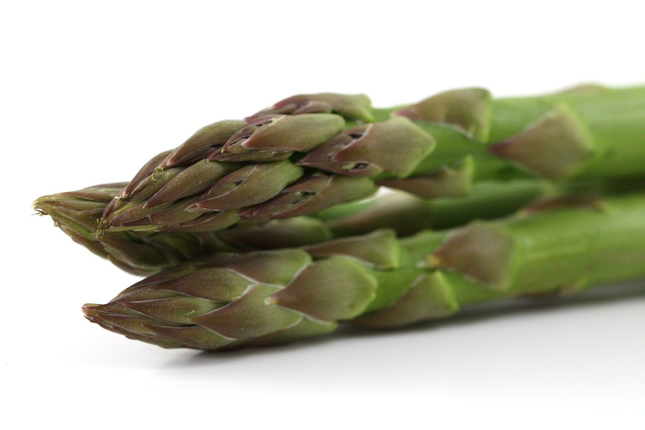 Easy to make and great on the side for a summer barbeque. Try this simple asparagus recipe!