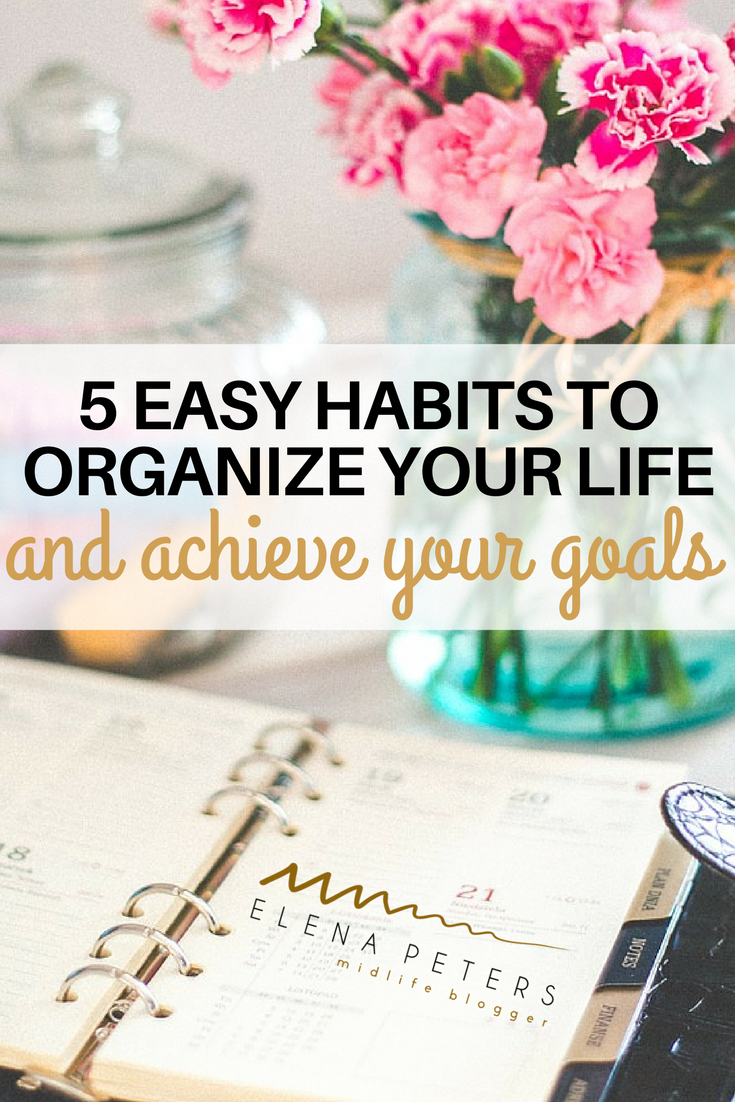 Are you stuck and really want to change your life? Maybe your home and your mind are holding you back. You need to organize your life, unclutter your mind and free up some time to focus on the things that are important to you. It all starts with a few habits to organizational tips.