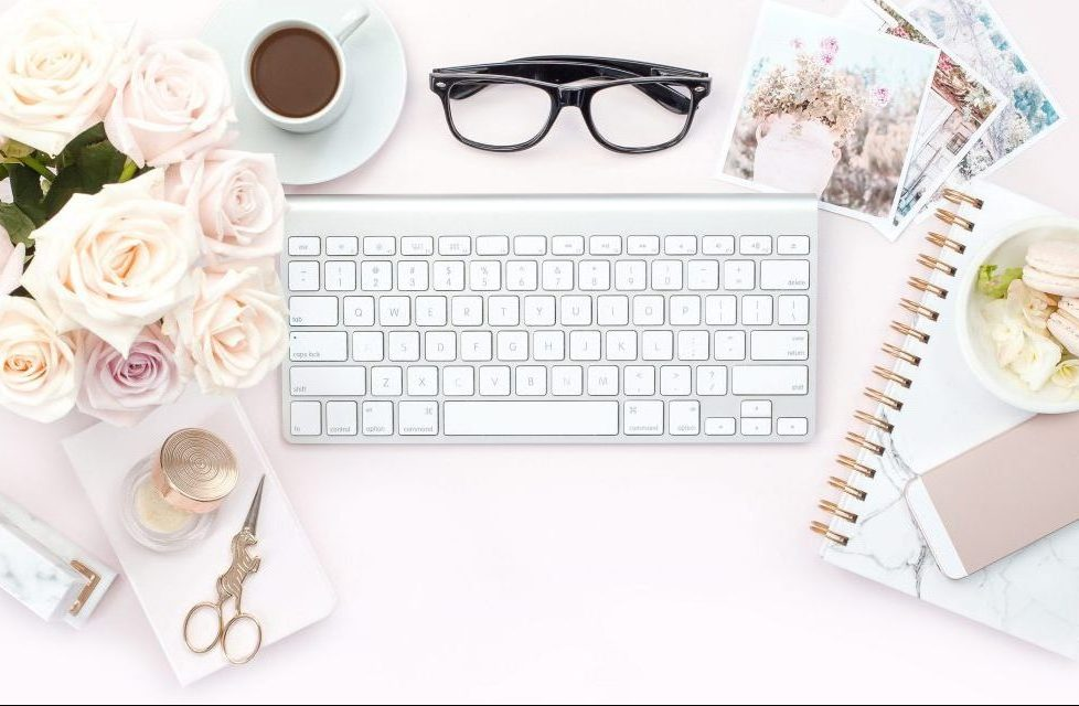 I got to thinking, what is the difference between my blog, that makes me $3000/month, and a blog that doesn't make any money? Click through for a list of reasons you can tackle and overcome to help your blog make an income. #makemoneyblogging #blogging#blog
